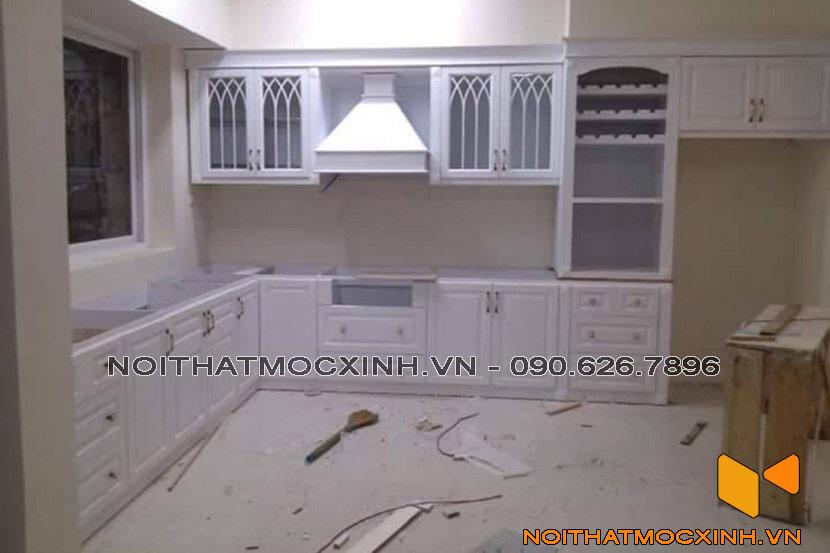 mẫu tủ bếp gỗ tự nhiên sơn trắng
