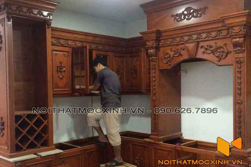 mẫu tủ bếp gỗ tự nhiên tân cổ điển
