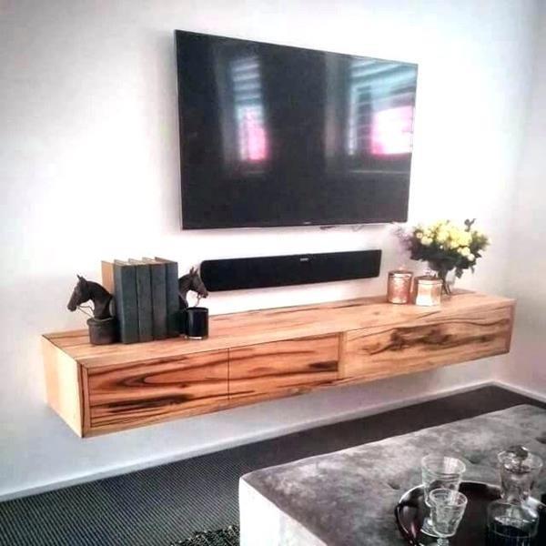 Kệ tivi sử dụng gỗ tự nhiên