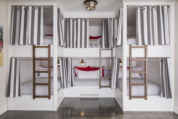 giường tầng kết hợp rèm tạo nét riêng tư