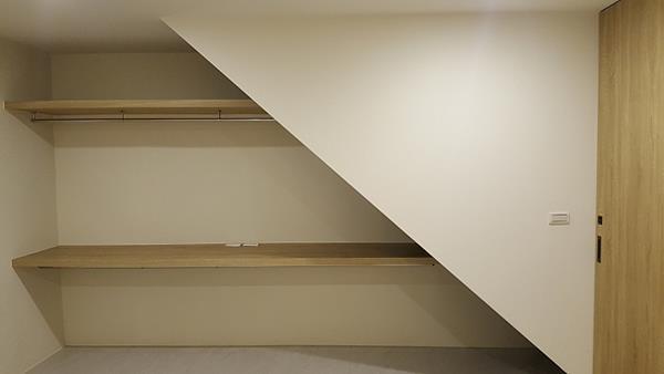 Tủ đồ dưới gầm cầu thang