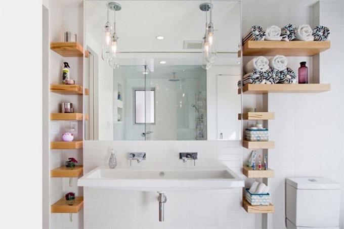 ốp gạch sáng cho nhà vệ sinh rộng hơn