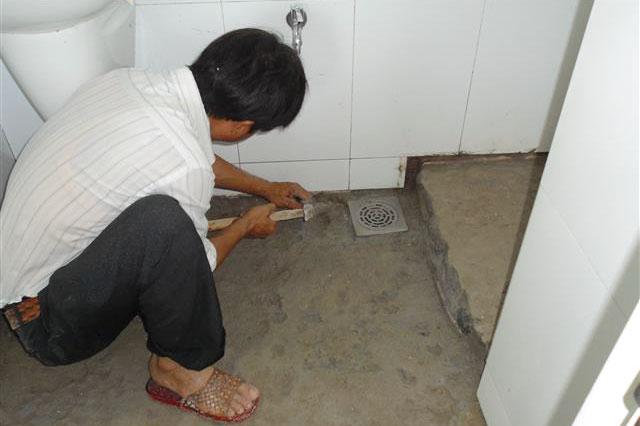 đục nền nhà vệ sinh xử lý chống thấm