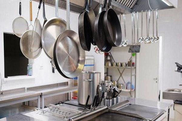 thiết kế khu bếp nhà hàng tiện lợi gọn gàng và sạch sẽ