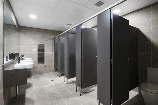 thiết kế khu vệ sinh cho nhà hàng sạch sẽ và hiện đại