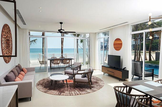 mẫu nội thất resort kết hợp ánh sáng tự nhiên với màu sắc nội thất
